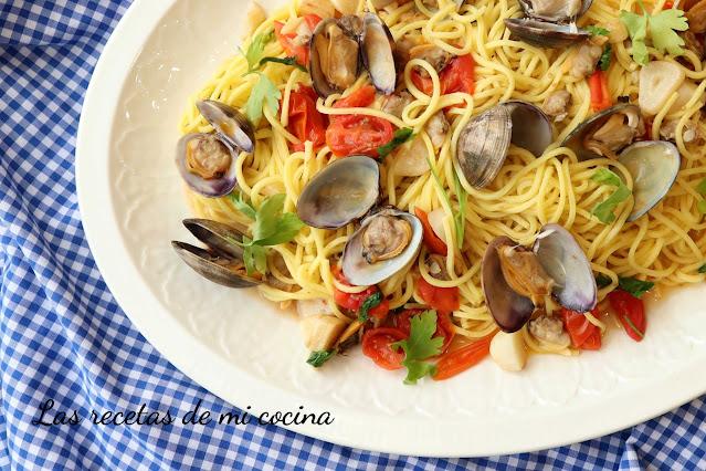 Espagueti con almejas  o Spaghetti alle vongole
