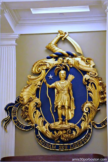 Versión del Siglo XIX del Sello de de la Commonwealth en la Cámara del Senado de Massachusetts
