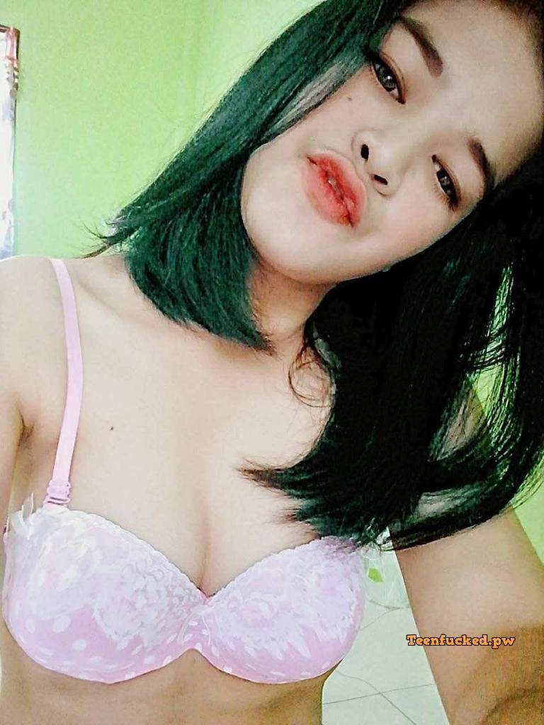 W8KqHMfARp8 wm - Beautiful girls love narcissistic naked while taking selfies 2020