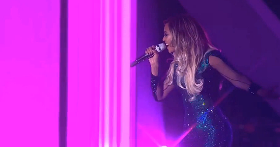 "Beyoncé bedazzles at the BRITs with a classy performances of ""XO"" 