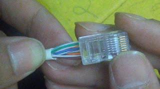 Cara memasukkan kabel UTP ke soket RJ45