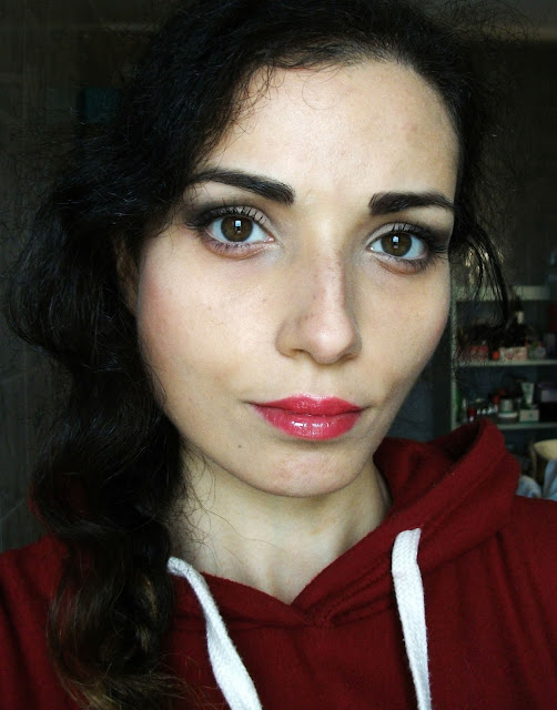 Marc Jacobs beauty, Velvet Noir Major Volume Mascara, review and soft smokey eyes look by Valentina Chirico