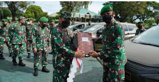 Pangdam Hasanuddin Serahkan 11 Unit Kendaraan Dinas ke Pejabat Kodam