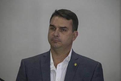Flávio Bolsonaro não vai à acareação com Paulo Marinho