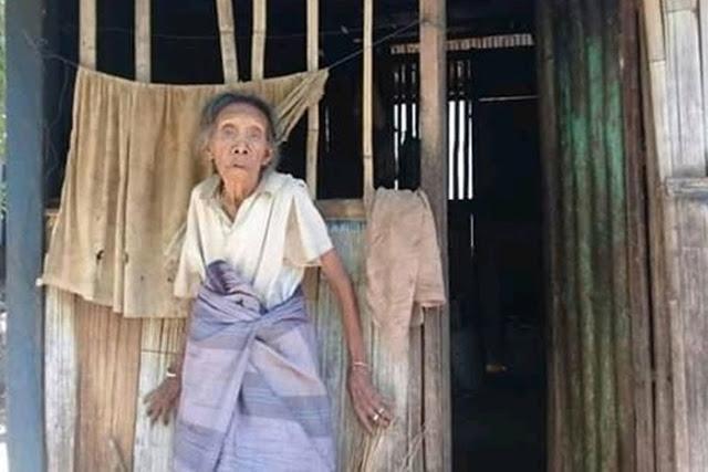 Hidup Sendiri di Gubuk Reot, Nenek 78 Tahun ini Sering Menahan Lapar Serta Rumahnya Gelap Karena Tak Ada Listrik