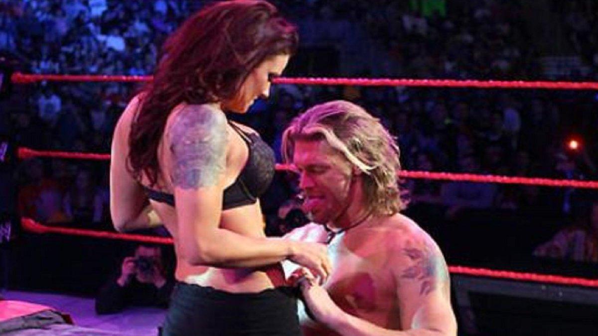 WWE ameaçou demitir Lita caso ela não fizesse seu famoso angle de sexo com Edge