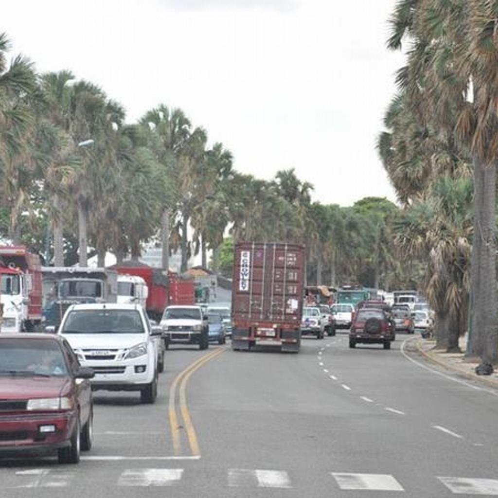 AMET fiscaliza conductores de vehículos pesados que transitan por el Malecón