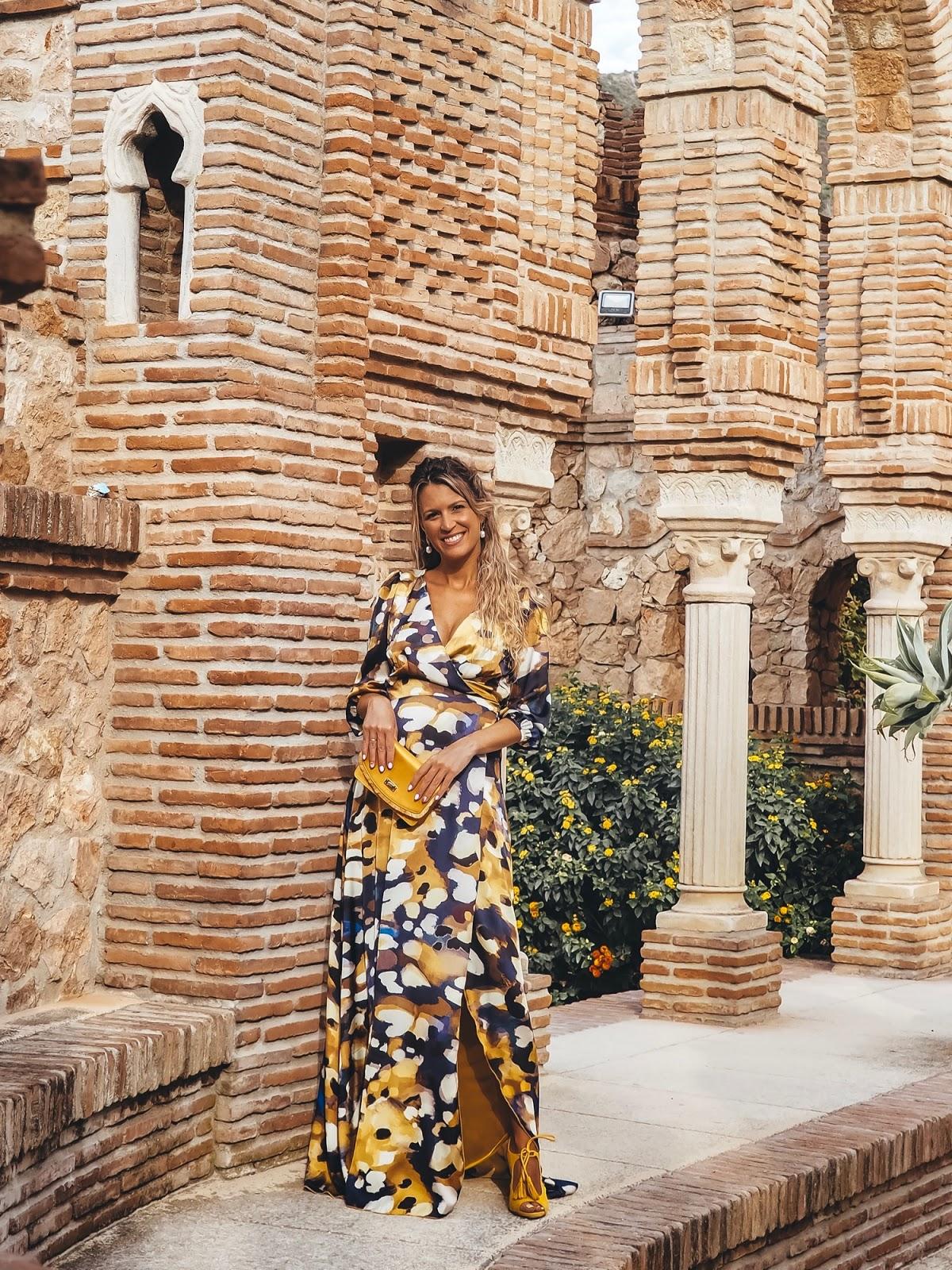 invitada embarazada con vestido largo