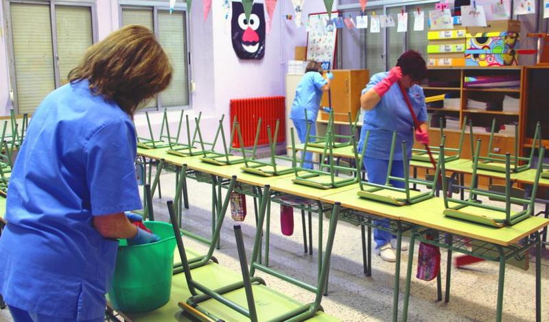 Μόνιμη και σταθερή εργασία για τους εργαζόμενους στη σχολική καθαριότητα ζητά το ΚΚΕ