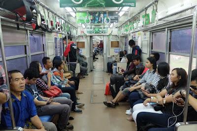 penumpang komuter line
