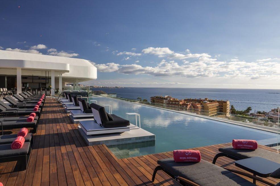 Tenerife, dal cielo ai fondali marini: 5 esclusive esperienze per una vacanza unica alle Isole Canarie
