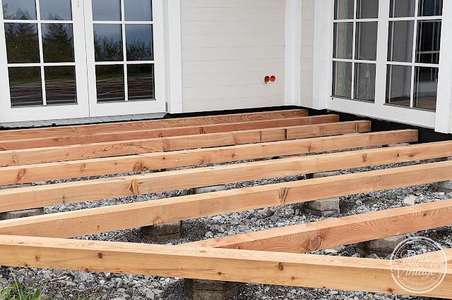 Stabile Unterkonstruktion für Holzterrasse kostengünstig bauen.