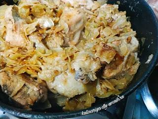 Курица тушёная с капустой
