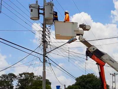 APURE: Comunidad El Bucare favorecida con instalación de transformador de 50 Kva.