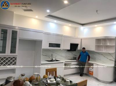 Mẫu tủ bếp đẹp hiện đại khi sắp hoàn thiện xong