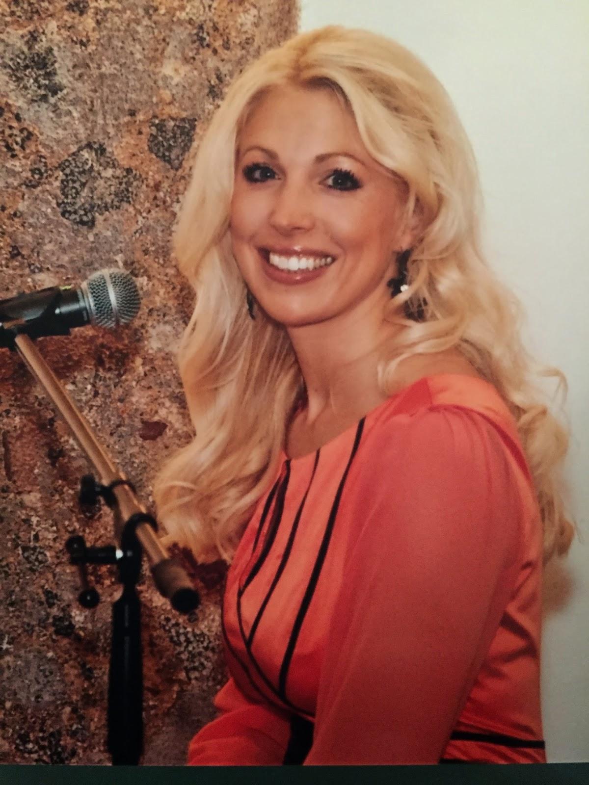 Gabriele Voigt Auftritt Bei Hochzeit Mit Leonhard Cohens Song