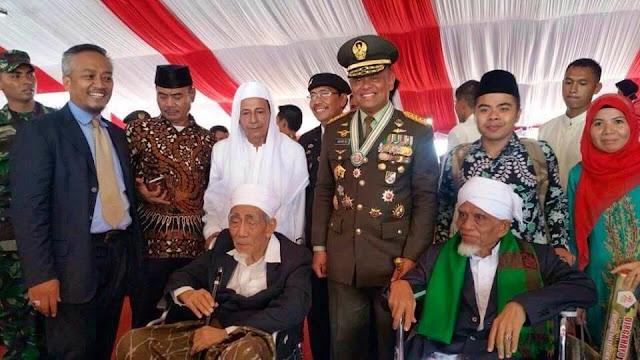 Habib Luthfi, KH Maimoen Zubair dan TGKH Turmudzi Badruddin di HUT TNI-72