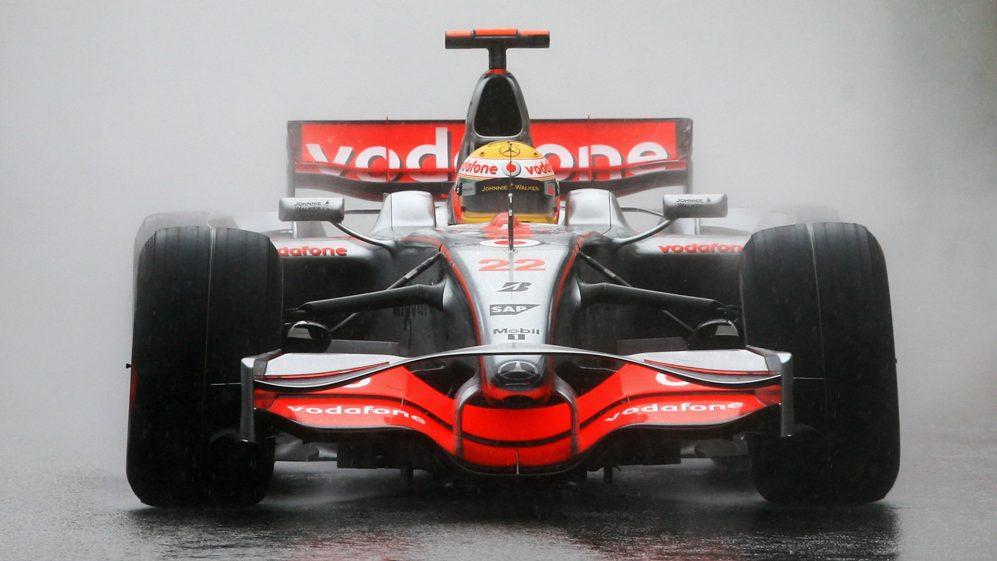 Hamilton venceu o campeonato de 2008 por um único ponto sobre Felipe Massa após um dramático final de temporada no Brasil