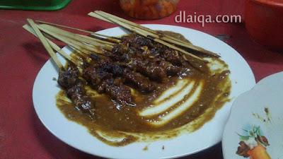 makan tengah malam: sate kambing