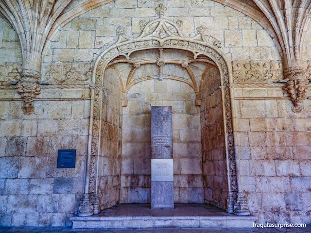 Túmulo de Fernando Pessoa no Mosteiro dos Jerónimos, Lisboa
