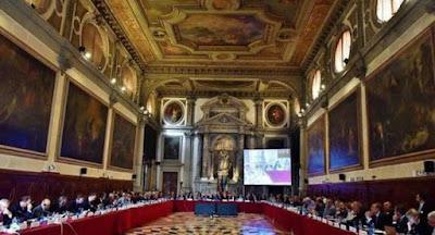 Венецианская комиссия раскритиковала судебную реформу Зеленского и закон о языке