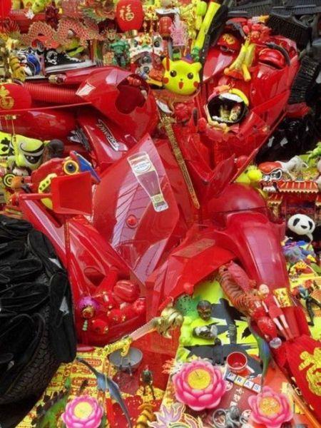 Obra de arte de Bruce lee con plástico reciclado