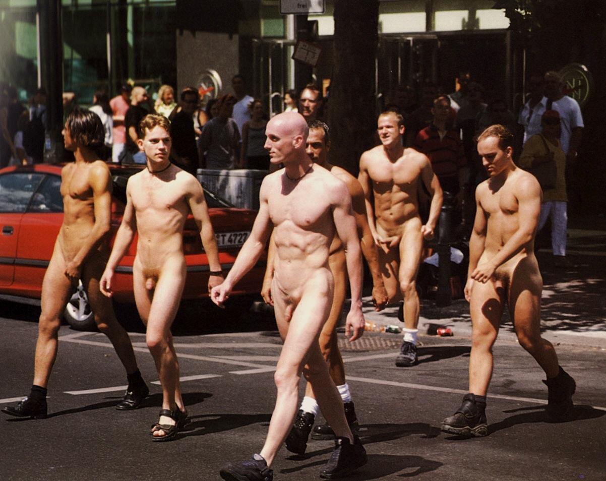 много видео про голых женщин и про мужчин
