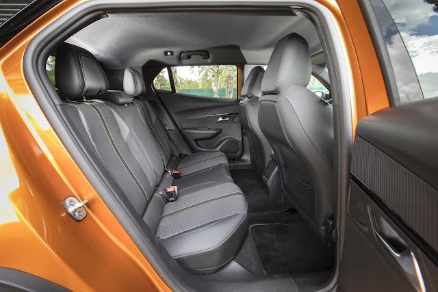 Novo Peugeot 2008 2020 - espaço traseiro