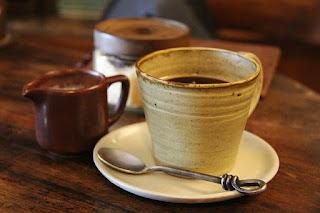 foto Cangkir untuk Warung kopi yang unik