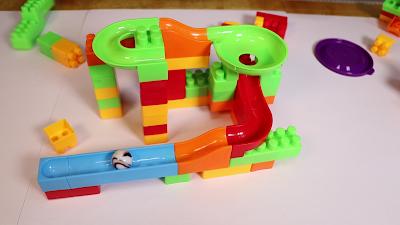 Blocos de montar EDUCACIONAL para Crianças   PISTA de BOLINHAS de GUDE - Unboxing a marble run !!! se você gostou do meu vídeo ➨ https://goo.gl/7uHdp3