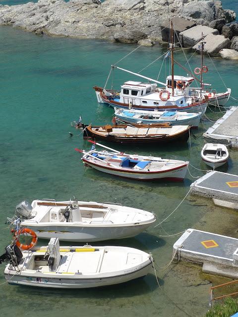 Mandrakia - port z kolorowych snów z Milos/Mandrakia - port from colorful dreams from Milos