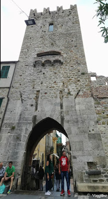 La Torre di San Giovanni a Noli con la porta di accesso al centro storico