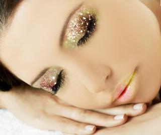 Maquillaje de ojos con glitter para Noche Vieja