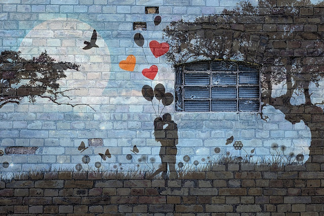 Dibujo de novios en la pared - Trocitos de Boda