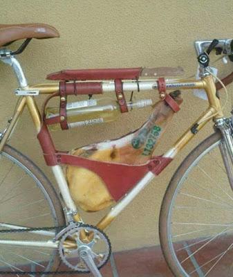 bicicleta , jamón,vino, cuchillo,