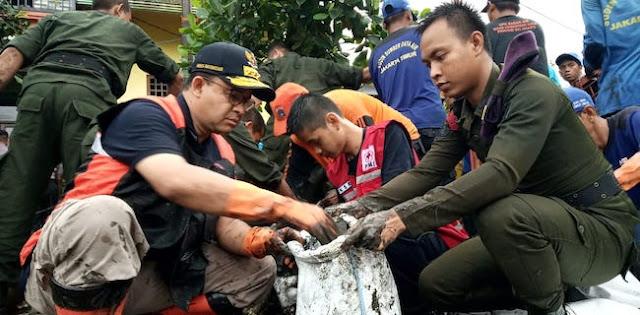 Pendukung Dan Massa Kontra Anies Beraksi Di Balaikota