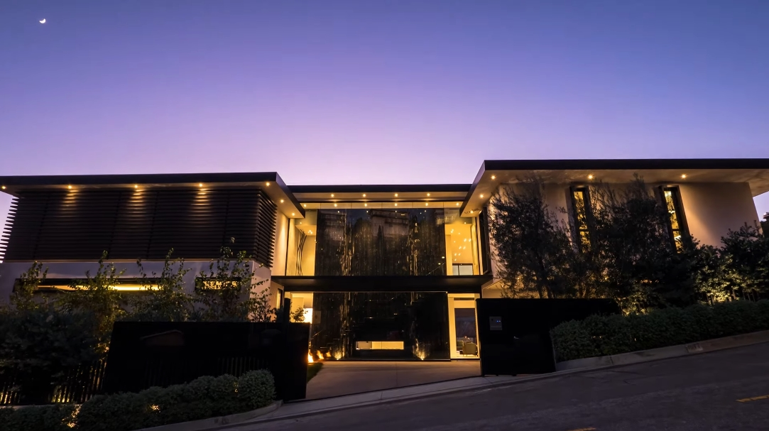 48 Interior Design Photos vs. 1677 N Doheny Dr, Los Angeles, CA Ultra Luxury Mansion Tour