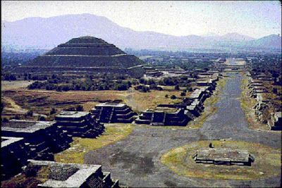 Piramida Peotihuacan - berbagaireviews.com
