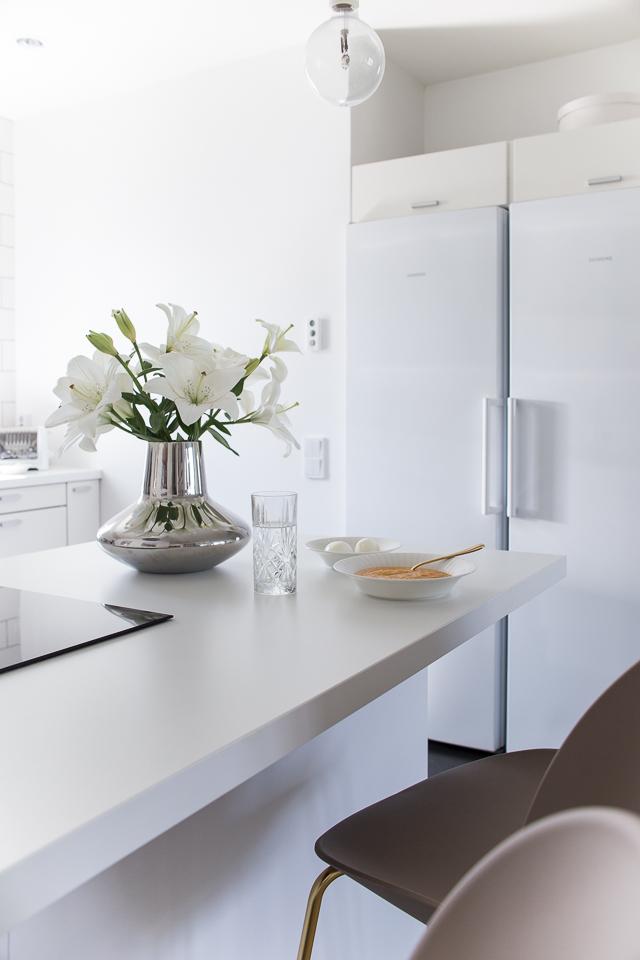 Kodin sisustus, sisustus, valkoinen keittiö, gubi beetle, keittiön sisustus