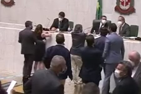 Conselho de Ética vota pela expulsão de deputado que alisou seio de colega em SP