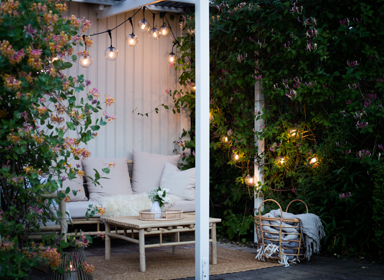 A Cosy Outdoor Oasis Gets a String Lighting Update