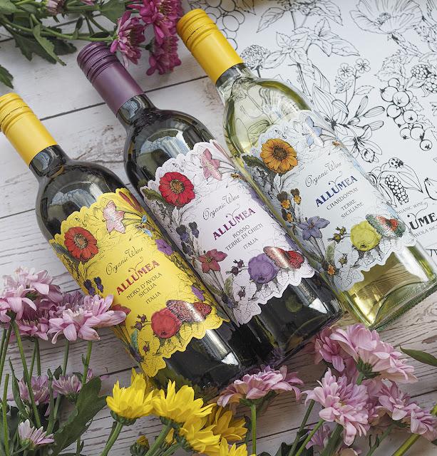 Maistele viinejä Colour by Tasting -värityskuvien kanssa