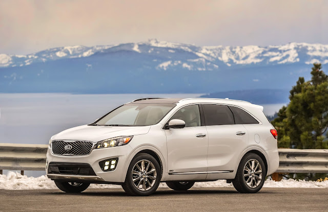 Front 3/4 view of 2017 Kia Sorento SXL