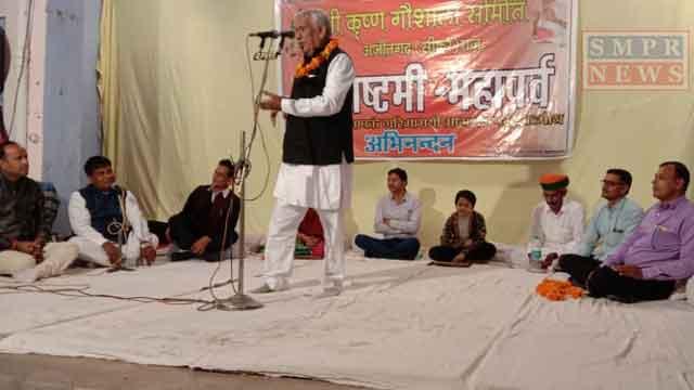 अजीतगढ़ में आयोजित कवि सम्मेलन में जमकर लगे ठहाके