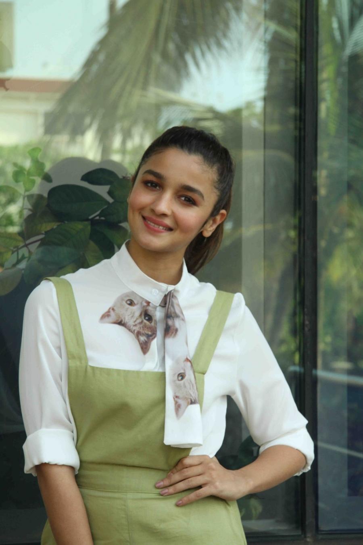 Picture Picnic  Alia Bhatt Looks Super Sexy At Film -5191