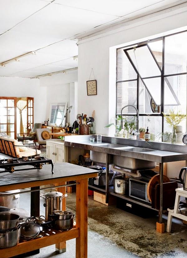 Kitchen Reface Depot Free Standing Cupboards 我們看到了 我們是生活 家 讓人驚艷的倉庫改造廚房 澳洲雪梨室內 生活家 澳洲雪梨室內設計師kate Ratner與michael Tait 的家 原本是充滿霉味的老倉庫 重新設置成兩房且帶有玻璃門的家 讓陽光與空氣進入