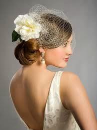 vestido de noiva decotado com brinco grande