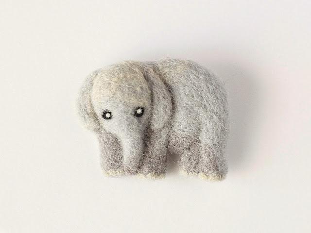まるまる羊毛ブローチ ゾウ