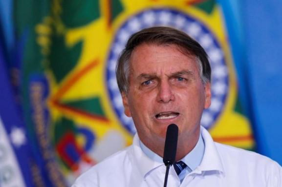 Auxílio Emergencial: Bolsonaro pede flexibilização de armas e ignora benefício