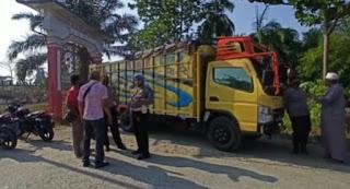 Warga Sei Berombang Hadang Truck Cold Diesel Diduga Bermuatan BBM Solar Subsidi